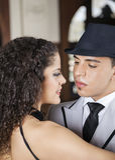 Danseur Looking At Partner de tango en café Photos libres de droits