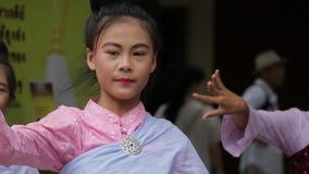 Danseur thaïlandais en Chiang Mai banque de vidéos