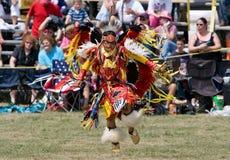 Danseur traditionnel de Powwow de jeunes Photographie stock libre de droits