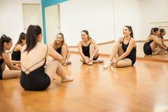 Danseurs étant prêts et ayant l'amusement Photographie stock libre de droits