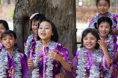 Danseurs au festival 2012 de l'eau dans Myanmar Images libres de droits