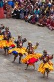 Danseurs au festival religieux de Tshechu dans la forteresse de Paro, Bhutan Image libre de droits
