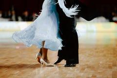 danseurs d'associé d'homme et de femme photo stock