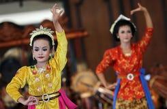Danseurs dans l'action dans une de l'ouverture d'un festival culturel Images libres de droits