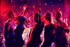 Danseurs dans la boîte de nuit Photos stock