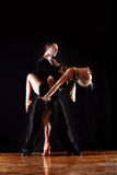 Danseurs dans la salle de bal photographie stock libre de droits