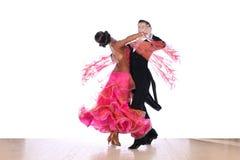 Danseurs dans la salle de bal Photos libres de droits