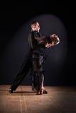 Danseurs dans la salle de bal d'isolement sur le noir photos stock
