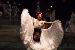 Danseurs dans une vieille robe mexicaine traditionnelle Images stock