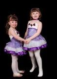 Danseurs de ballet de petite fille retenant des mains. D'isolement Images libres de droits