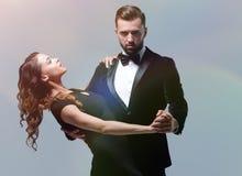 Danseurs de passion au-dessus de fond gris Photographie stock libre de droits