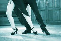Danseurs de salle de bal dansant des couples images stock