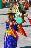 Danseurs de tambour dans l'action au festival de Wangdue Tshechu Photo libre de droits