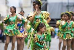 Danseurs exécutant pour l'ouverture de carnaval de Salta, Argentine Image stock