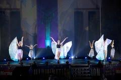 Danseurs féminins de groupe à l'exposition extérieure de danse Photographie stock libre de droits