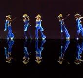Danseurs folkloriques chinois de groupe Images libres de droits