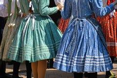 Danseurs folkloriques dans l'habillement traditionnel photos libres de droits
