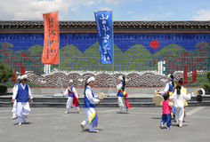Danseurs folkloriques et musiciens de la Corée chez Insadong Séoul photographie stock