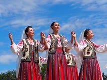 Danseurs folkloriques roumains photo stock