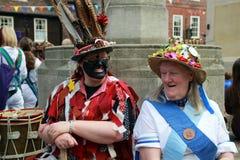 Danseurs folkloriques se reposant au festival de Rochester Images stock