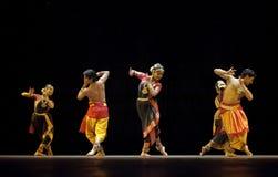 Danseurs folkloriques traditionnels indiens image libre de droits