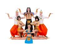 Danseurs habillés dans la pose égyptienne de costumes Photographie stock libre de droits