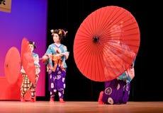 Danseurs japonais avec des parapluies Images libres de droits