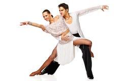 Danseurs latins dans l'action. D'isolement Photos stock