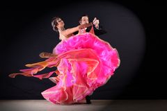 Danseurs latins dans la salle de bal Images libres de droits