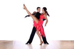 Danseurs latins dans la salle de bal Photographie stock libre de droits