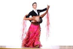 Danseurs latins dans la salle de bal Images stock