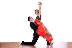Danseurs latins dans la salle de bal Image libre de droits