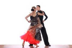 Danseurs latins dans la salle de bal sur le fond blanc Photo stock