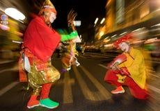 Danseurs masqués à un festival de nuit au Japon Photo libre de droits