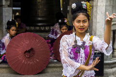 Danseurs thaïlandais en Wat Phra That Doi Suthep images libres de droits