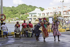 Danseurs traditionnels dans Roatan, Honduras photo stock