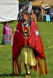 Danseuse de femme de Micmac de natif américain Image stock