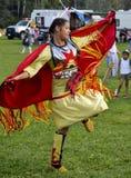 Danseuse de femme de Micmac de natif américain Image libre de droits