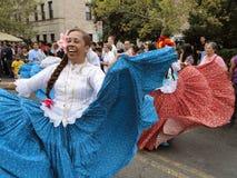 Danseuse de femme sur la rue Photos stock
