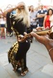 Danseuse du ventre avec des cymbales de doigt Image stock