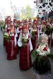 dansfestivallatvian ståtar songungdommen Arkivbild