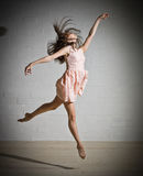 Dansflicka i klänning Arkivfoto