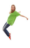 Tonårs- flickadanshöft-flygtur över vit royaltyfri bild