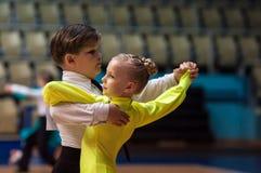 Dansflicka och pojke Arkivbild