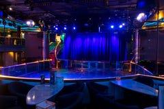 Dansgolv på nattklubben av den Silja Symphony bilfärjan royaltyfria foton
