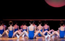 Dansgrupper: grundläggande utbildning Arkivbilder