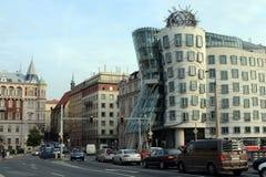 Danshuset i Prague i stilen av deconstruction royaltyfri foto