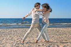 Dansing op het strand Royalty-vrije Stock Afbeelding