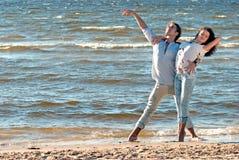 Dansing op het strand Stock Foto's
