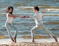 Dansing op het strand Royalty-vrije Stock Afbeeldingen